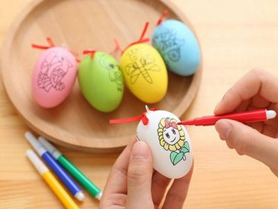 Bộ 10 trứng tô màu  kèm 4 bút màu mỗi trứng 0